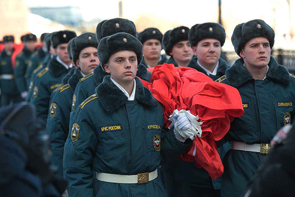 Официальнаяцеремония демонстрацииСамого большого Знамени Победы на Поклонной горе